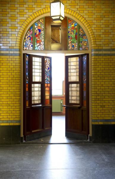 Burcht van Berlage deuren naar bondsraadzaal Elie Smalhout