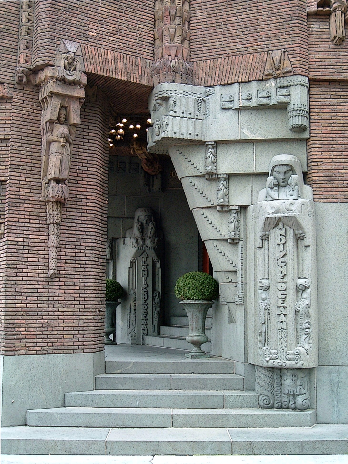 Scheepvaarthuis_ingang_Amsterdam