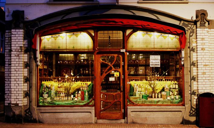 Art nouveau winkelpui in Dordrecht