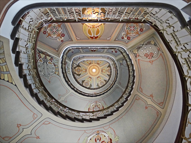 Escalier_dun_immeuble_art_nouveau_(Riga)_(7561907794)