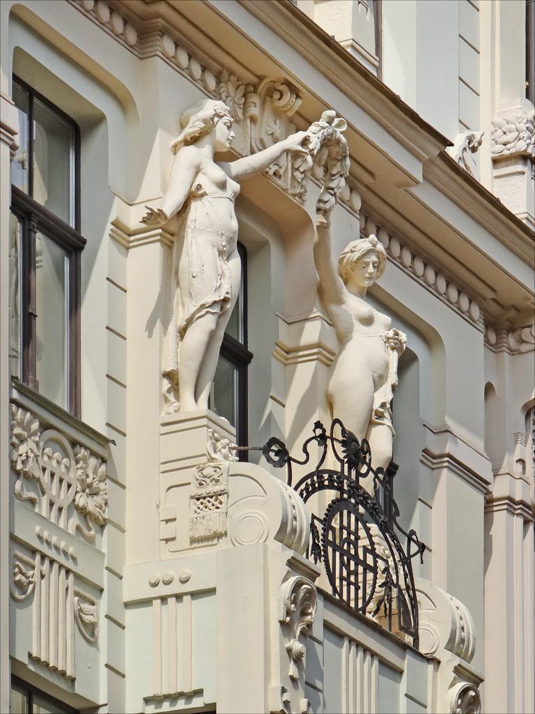 Immeuble_art_nouveau_(Riga)_(7570528052)