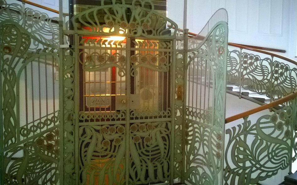 Majolica_Haus_Otto_Wagner_trappenhuis_lift