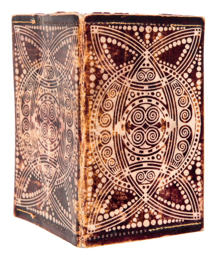 Visitekaartboekje, batik op perkament, ontwerp: Theo Neuhuys (ca. 1905)