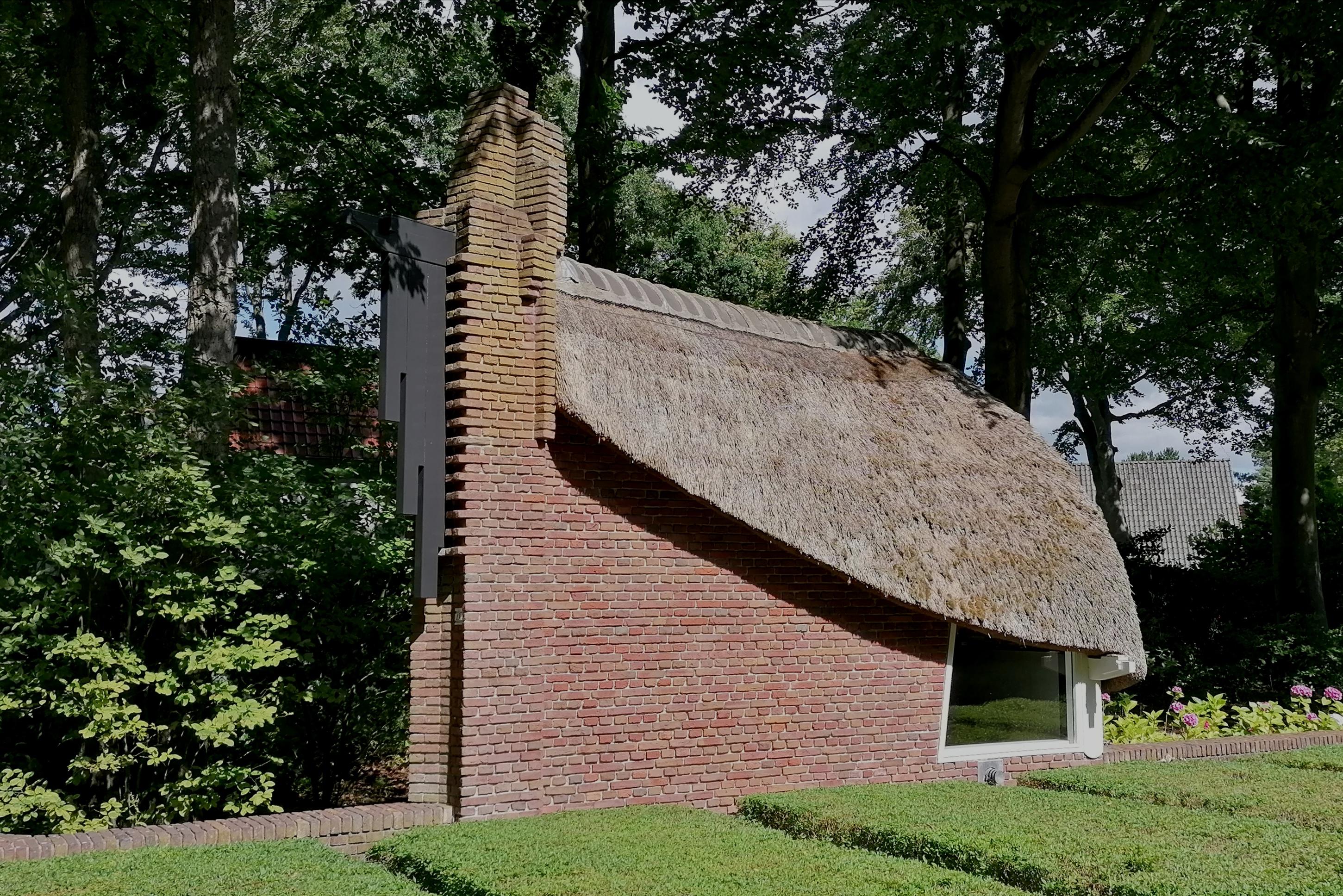 Tuinhuisje van villa De Ark van architect Jan Staal in Park Meerwijk te Bergen