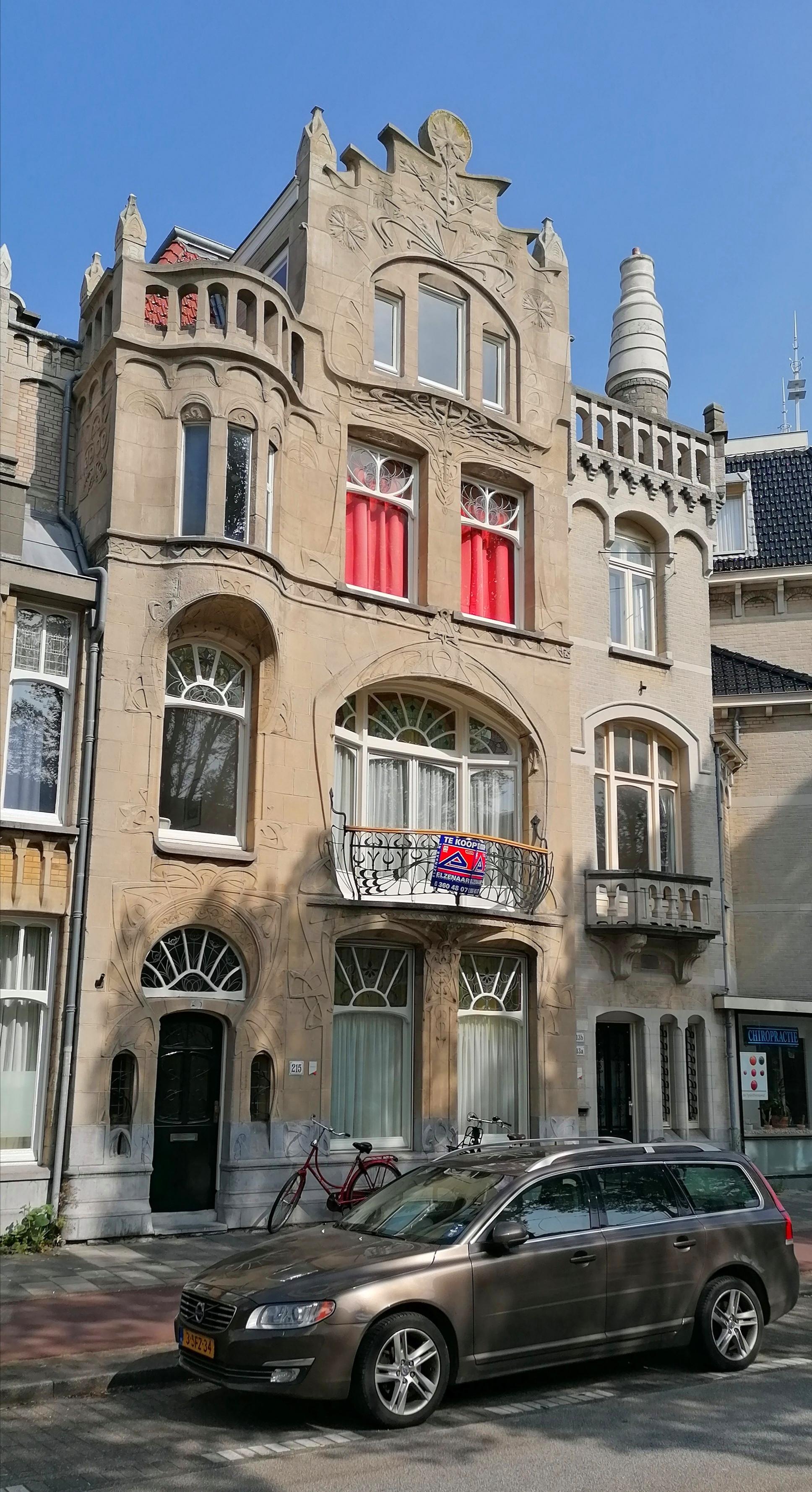 jugendstil art nouveau huis aan Laan van Meerdervoort nr. 215 Den Haag voorzijde
