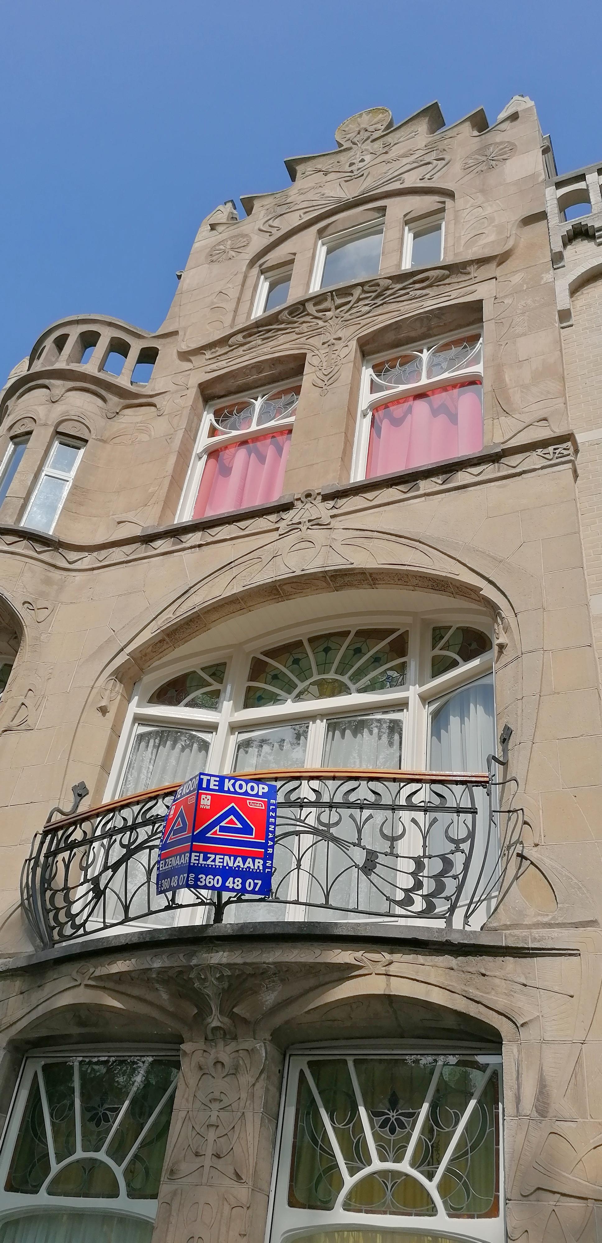 balkon jugendstil art nouveau huis aan Laan van Meerdervoort nr. 215 Den Haag